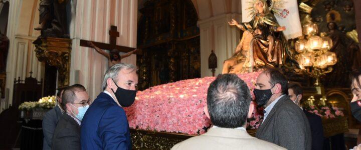 Visita del Alcalde de Zaragoza a la Virgen de la Piedad
