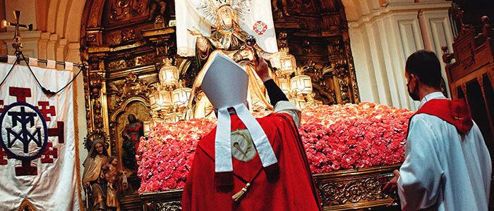 El Arzobispo de Zaragoza bendice la nueva Corona de la Virgen